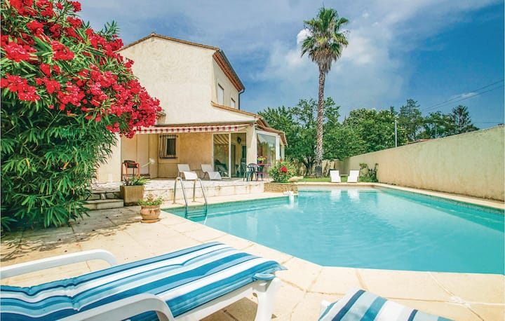 Holiday cottage with 4 bedrooms on 193m² in Milhaud