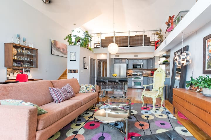 Spacious Industrial Loft--Parking--Minutes to NYC
