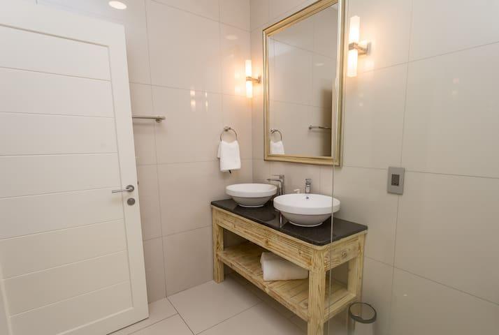 Beau Vallon Villa 3 Bedroom Chalet 2