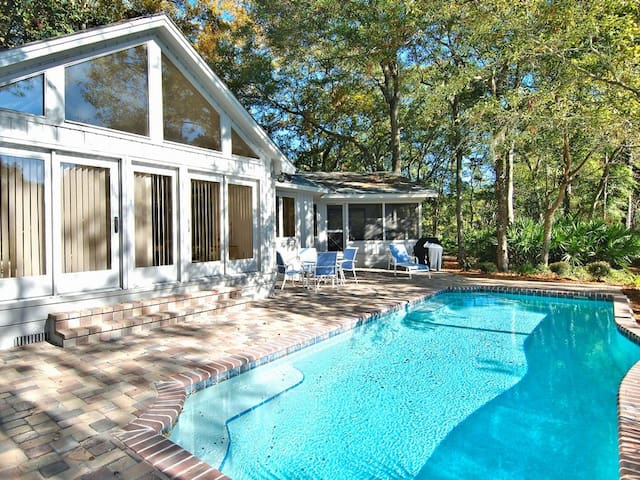 Upwind 4:3 bedroom, 3 baths, single home located in a quiet corner of Hilton Head`s popular Palmetto Dunes Resort.