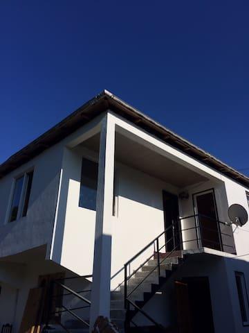 Коттедж и дом на участке в Гонио, до моря 7-10 мин