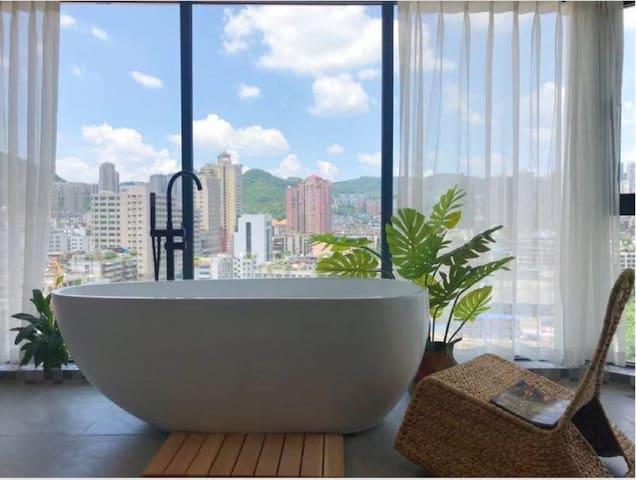 小鹿民宿·云霞 超大落地窗夜景浴缸房