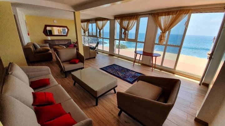 Maison moderne avec piscine sur l'île de Ngor