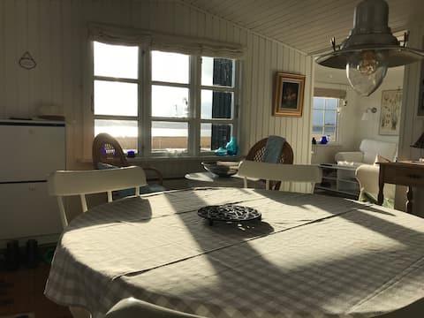 Hyggeligt sommerhus med fjordudsigt