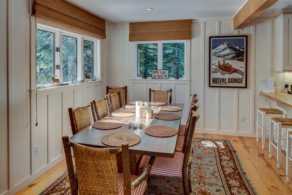 Dining room seating for 10