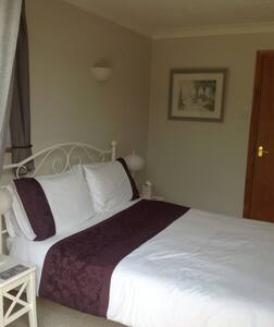 Private and comfortable en-suite double room - Chichester - Dům