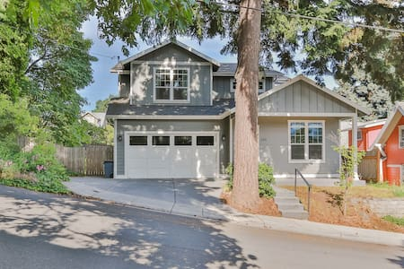 Spacious Downtown Hood River near park (5 bedroom)
