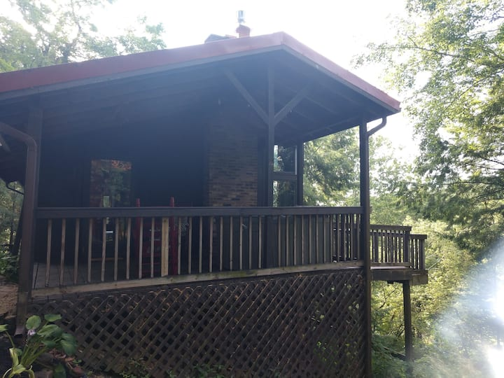 Red Bend cabin overlooking the river with hot tub.