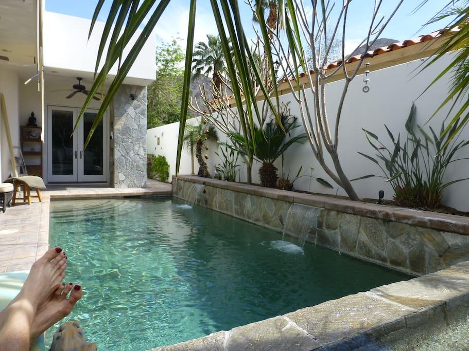 The relaxing salt pool