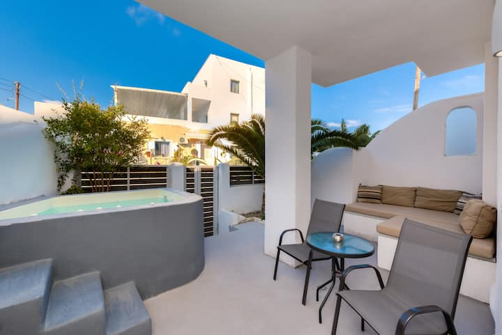The Muse of Santorini2-Suite with Outdoor Jacuzzi