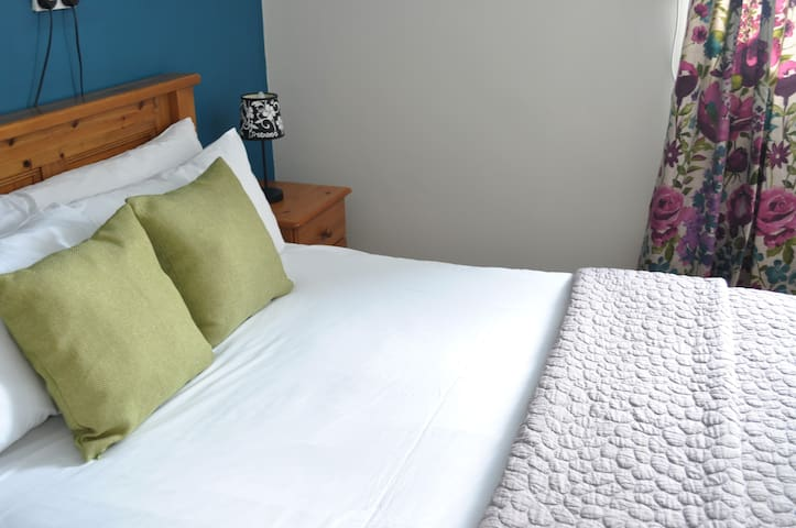 The Black Mountain Lodge - Small Double Room
