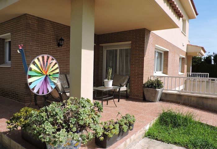 NICE FAMILY HOME. Adapted for the disabled. - Cambrils - Huis