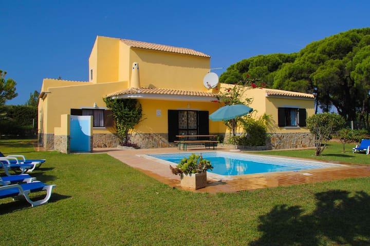 Villa Uva- fantastic villa +large garden+pool