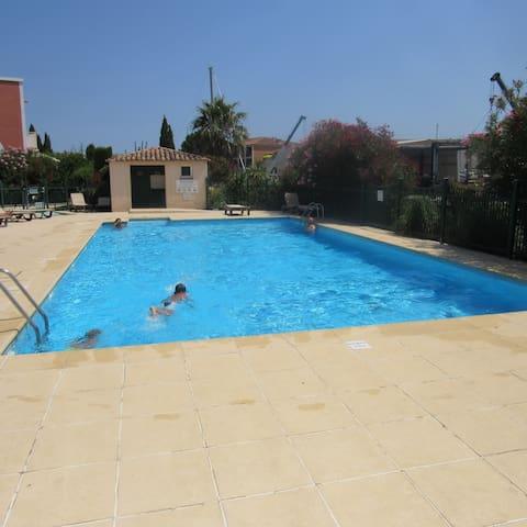 splendide duplex 6 personnes port grimaud piscine