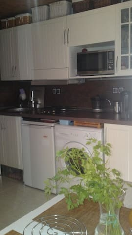 Small apartment in a 2-unit house - Benalmádena - Apartemen