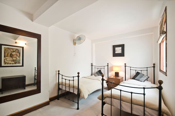 TRENDY BED & BREAKFAST/SERVICE APT. - New Delhi