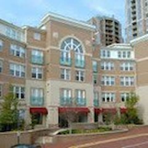 Reston Town Center -2BR/2BA Tip-Top Condo - Reston - Appartement en résidence