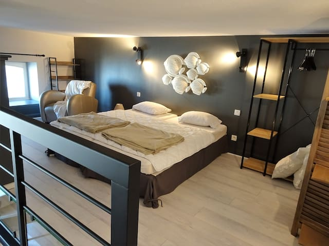 Grande mezzanine avec 2 lits
