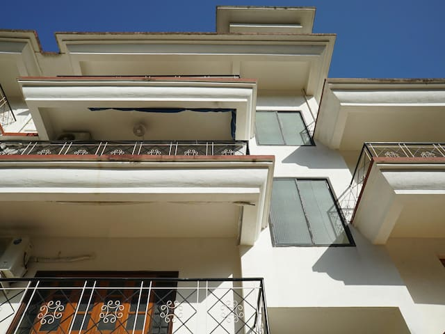 OYO - Discount Alert⚠ - Vibrant 2BHK Stay in Nerul