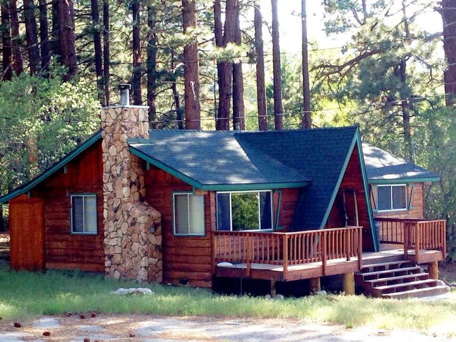 Quaint cabin in the woods steps to national forest for Cabin cabin vicino a big bear ca