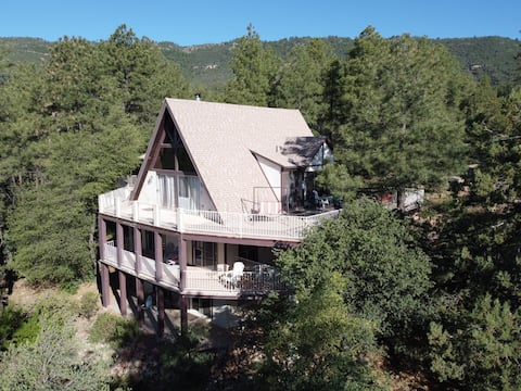 Hodge Lodge, Lovely Mountain Chalet