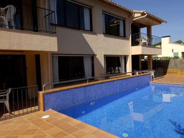 Cosy apartment with community swimming pool in area to Prat-Xirlo in Calella.
