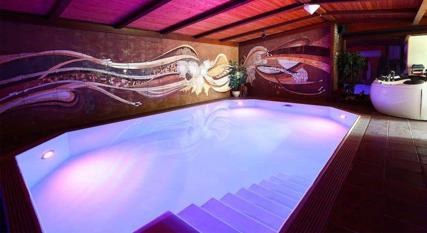 Ferienhaus in der Eifel mit Pool & Sauna