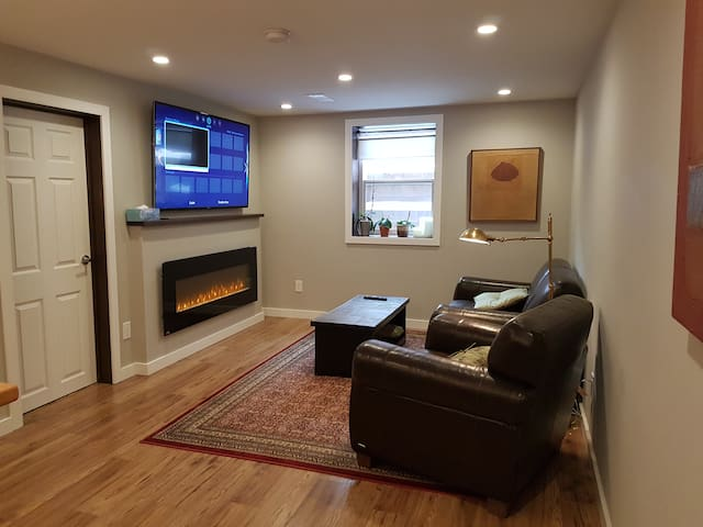 Freshly Renovated and Bright Basement Suite - Calgary - Ev