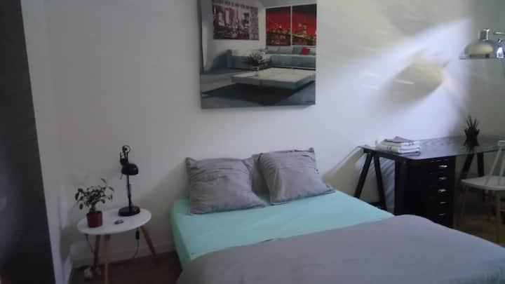 Chambres spacieuses  dans maison individuelle.
