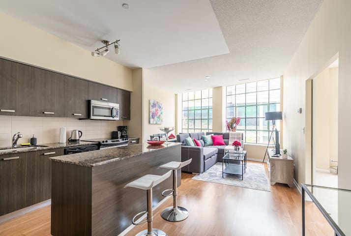 Gorgeous 3 bedroom Condo in Heart of the City