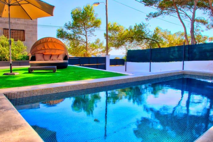 Neues Ferienhaus, Meerblick, Pool, WiFi, strandnah - Cala Pi - Dom