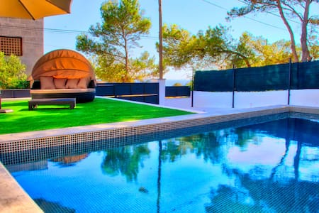 Neues Ferienhaus, Meerblick, Pool, WiFi, strandnah - Cala Pi