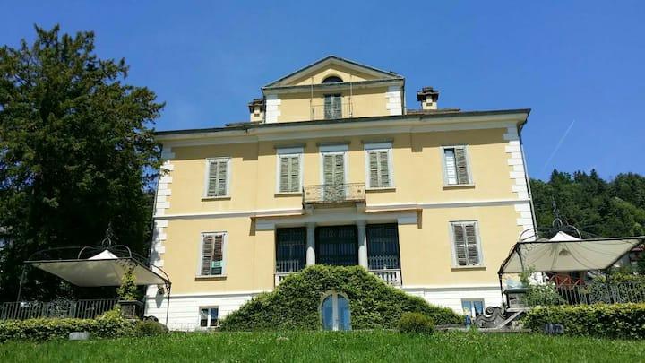 Enchanting 18Hundred Villa on Lago Maggiore!