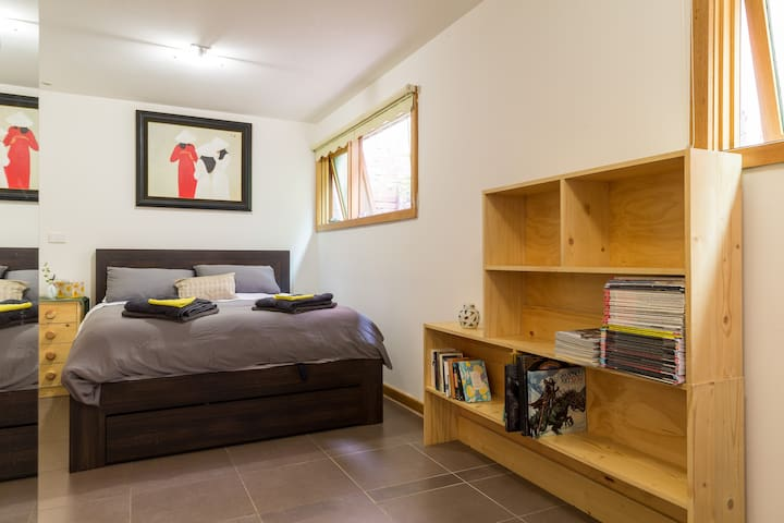 Fourteen Down - inner-city delight - Flemington - Flat
