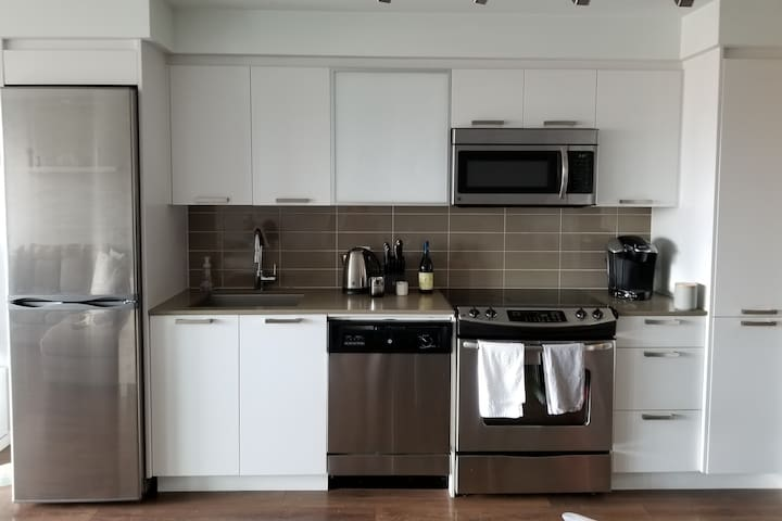 Bright modern Condo right in the heart of downtown