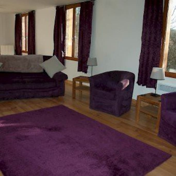 Large living area with TV, DVD player, Hifi and Wifi