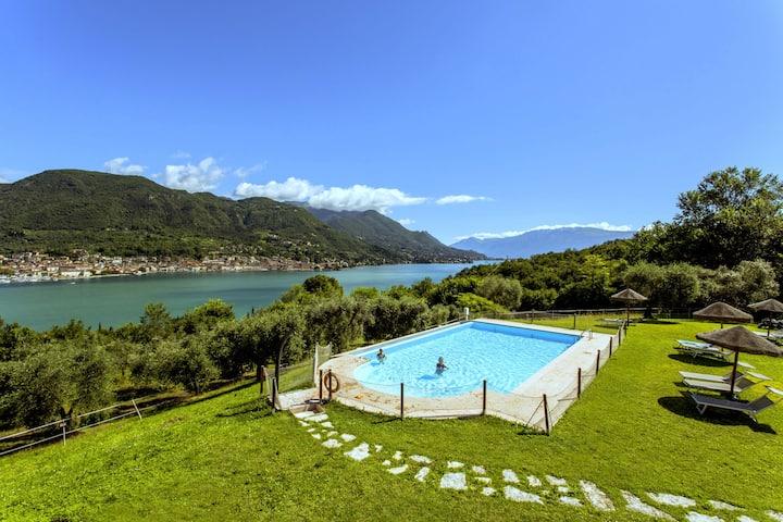 Maison de vacances paisible à Salò avec piscine