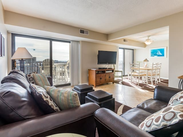 9400 Bldg. 1006 - Oceanfront Side Unit in North OC with Pool!