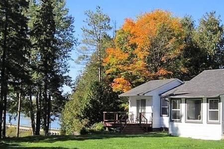 Lakefront Winterized Cottage, Lake Eugenia