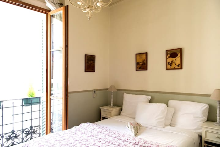 central room, b&b, free WIFI, 24h/24h, sea nearby