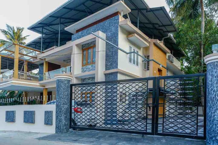 Posh 3 BHK- FF in Housing colony inside the city