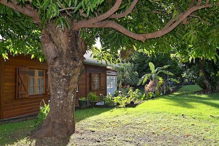 Gîte de Charme Les Arawaks dans un jardin tropical - Basse Terre