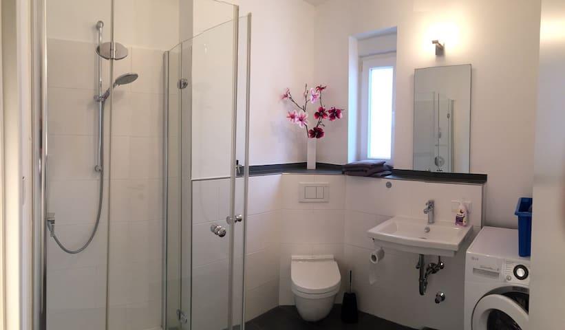 Modernes Zimmer mit eigenem Bad - Bad Soden am Taunus - Apartmen