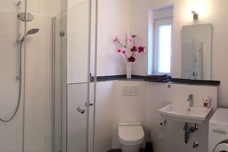 Modernes Zimmer mit eigenem Bad - Bad Soden am Taunus