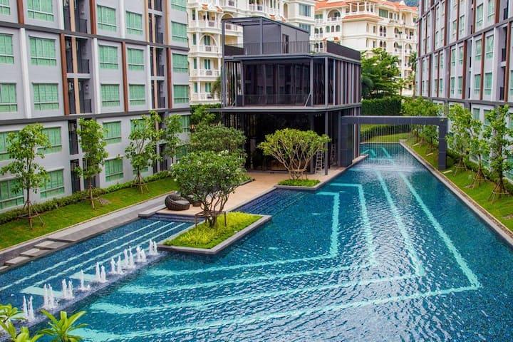 Beautiful top floor corner studio in Phuket center