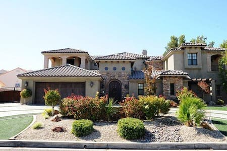 Tuscany Style Casita w/Private Entrance & Bathroom - Victorville - Hus