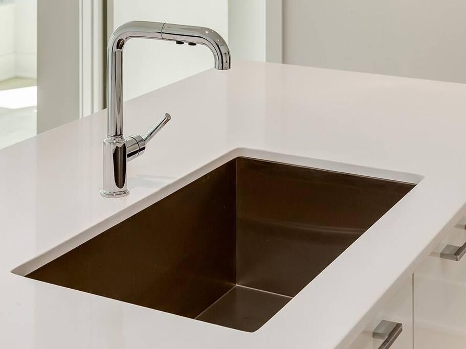 Stainless steel deep sink