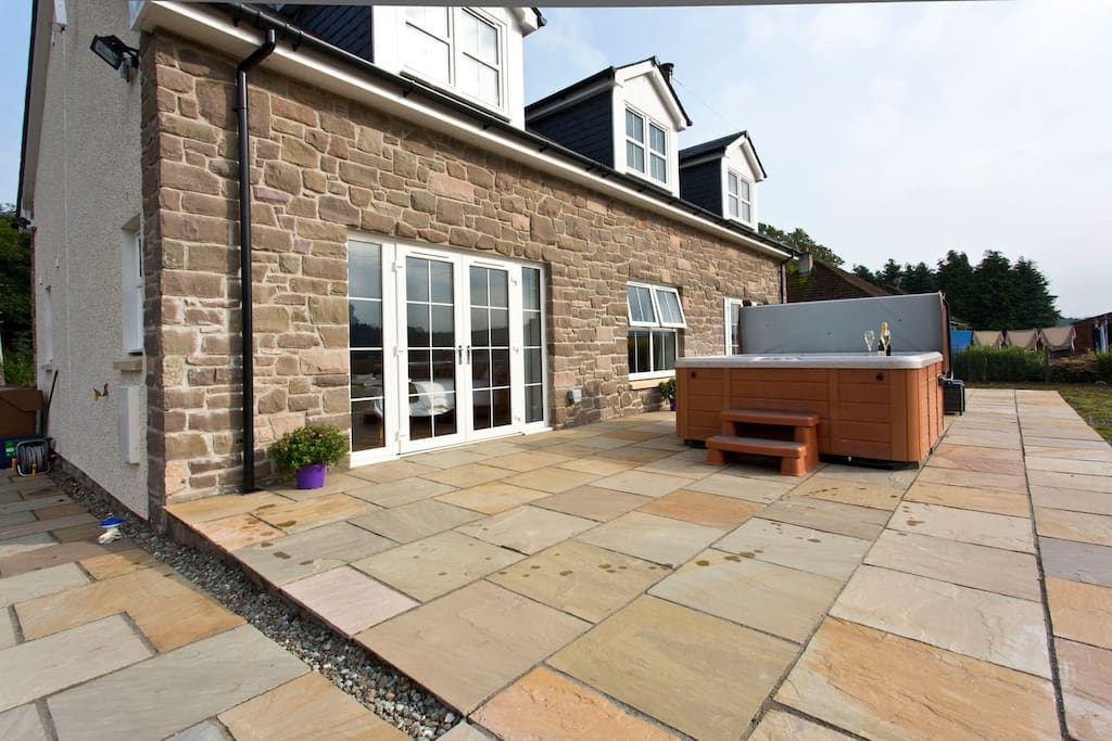 Patio doors lead out onto patio & hot tub
