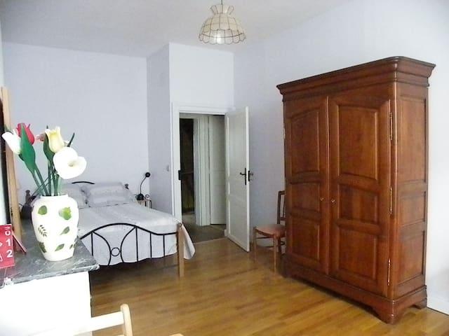Belle demeure dans bourg médieval - Issigeac - Casa