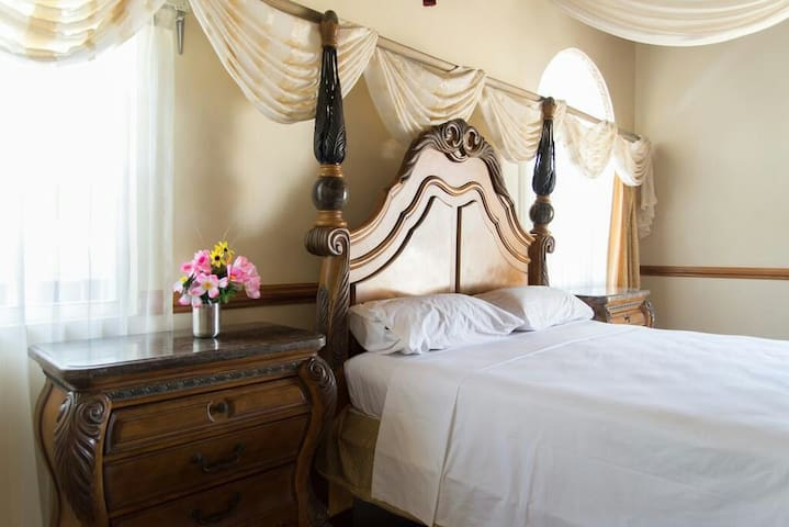 Fit for a king and his queen THE MASTERBEDROOM